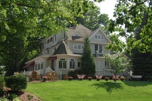 Carriage House at the Harbor in South Haven, Michigan | B&B Rental