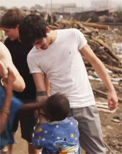 If I had a choice between me meeting Zayn and these little kids meeting Zayn I would let these little kids meet Zayn!! This is so adorable!!