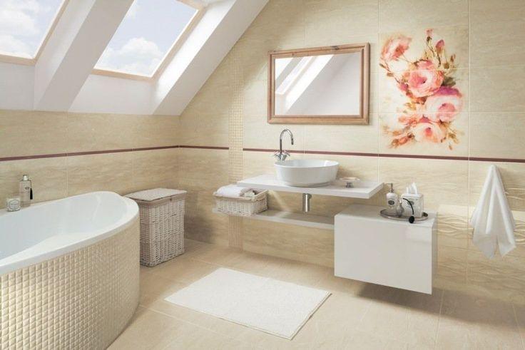 salle de bain beige et blanche avec carrelage décoratif à roses