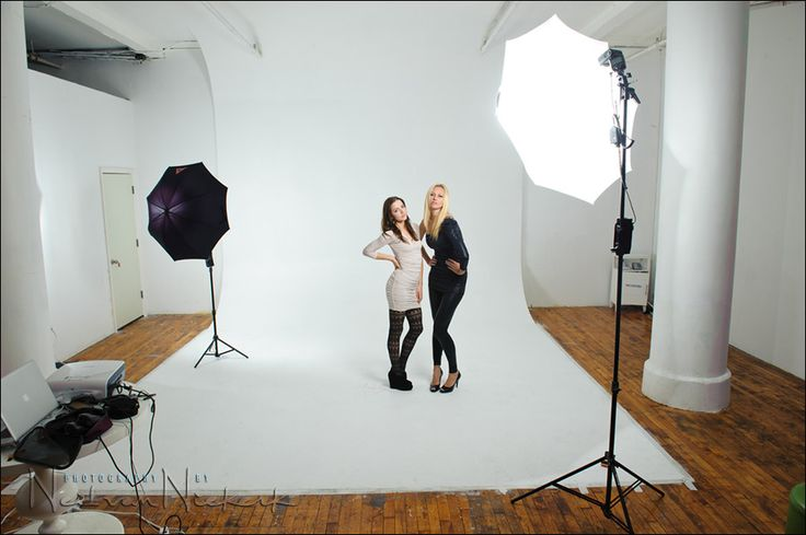 Great info on basic studio lighting - a simple lighting setup for studio photography