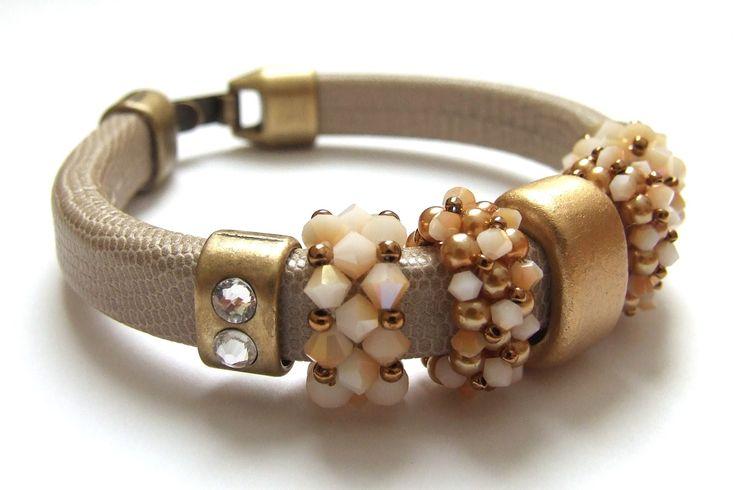 Audrey Perlas Regaliz leather n charms
