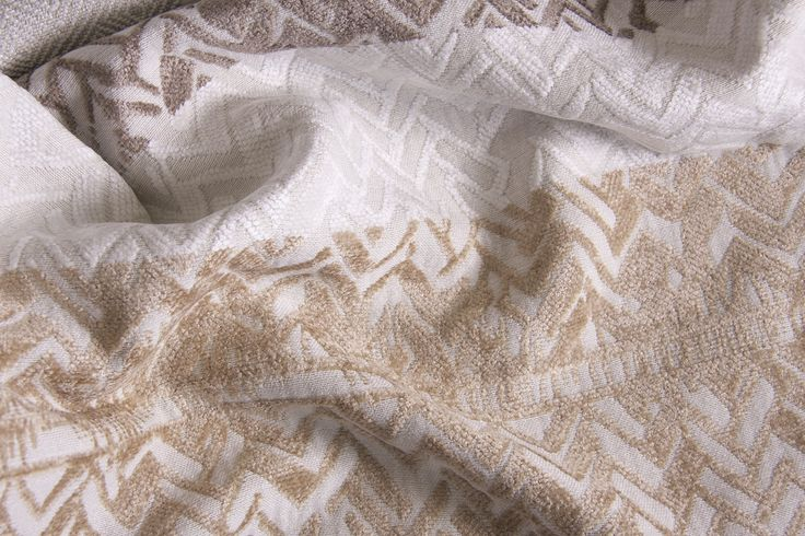 SHINE L1395 01 Склад:58% PL, 36% AC, 6% VI ширина – 138/140 см вага – 660 г/м² #interiorfabrics #джакард #тканинадлямеблів #тканидлямебели