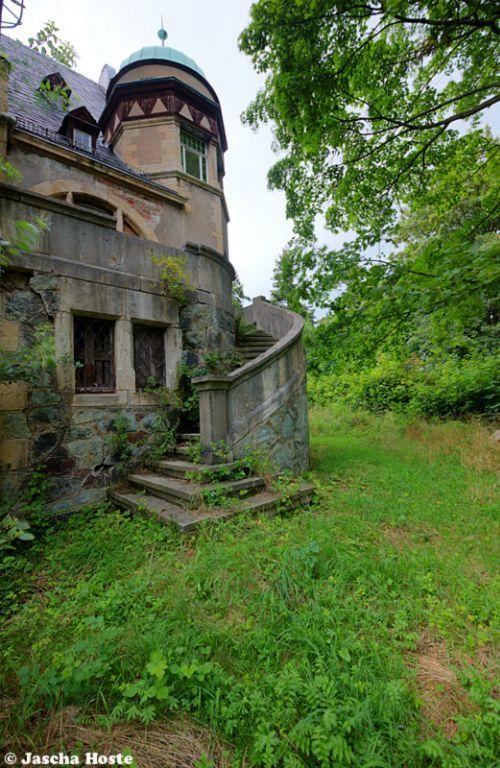 Villa Frankenstein (D) Verlaten villa in voormalig Oost-Duitsland. Foto: Jascha Hoste.