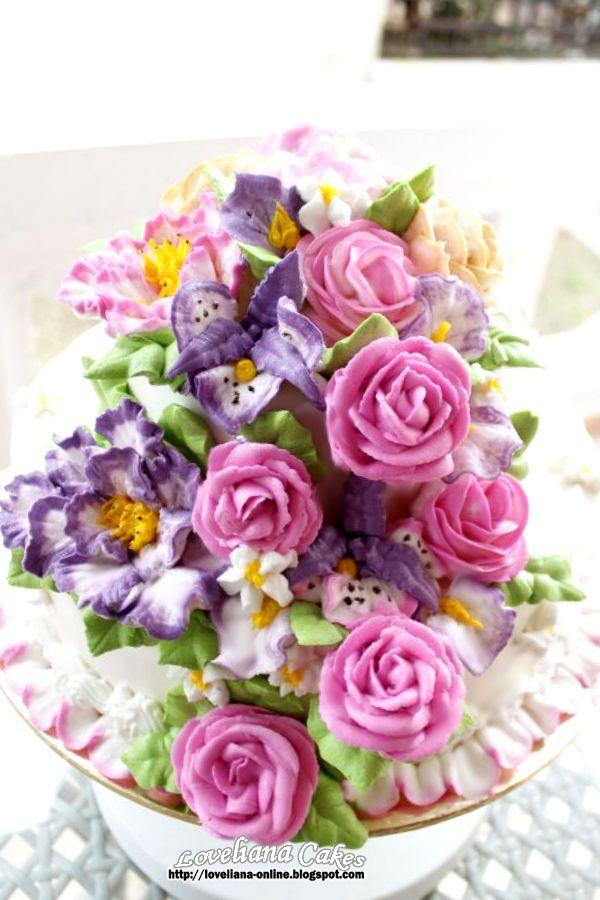 buttercream flowers http://loveliana-online.blogspot.com/