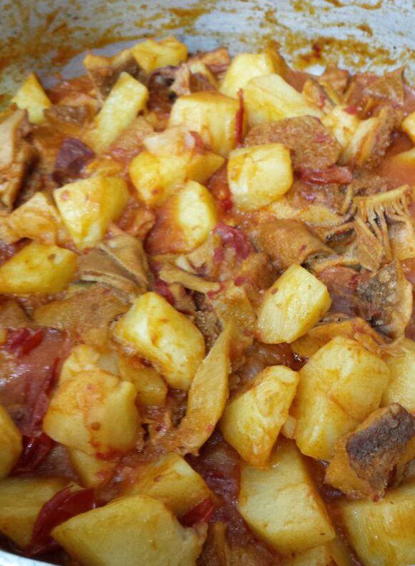 """Abbiamo pensato al pranzo di oggi, con buon pesce alla brace o fritto in un cuoppo, alla freschezza di una tartarre di baccalà su riso Venere con crudité di gamberi, senza mai tralasciare i """"piatti di una volta"""" proponiamo una trippa con patate. Vi aspettiamo!  Per informazioni e prenotazioni telefono 333 2963740 La Lanterna ristorante via G. C. Aliperta,  Somma Vesuviana - Napoli -"""
