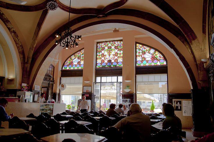 File:Café Santa Cruz, Coímbra, Portugal, 2012-05-10, DD 04.JPG