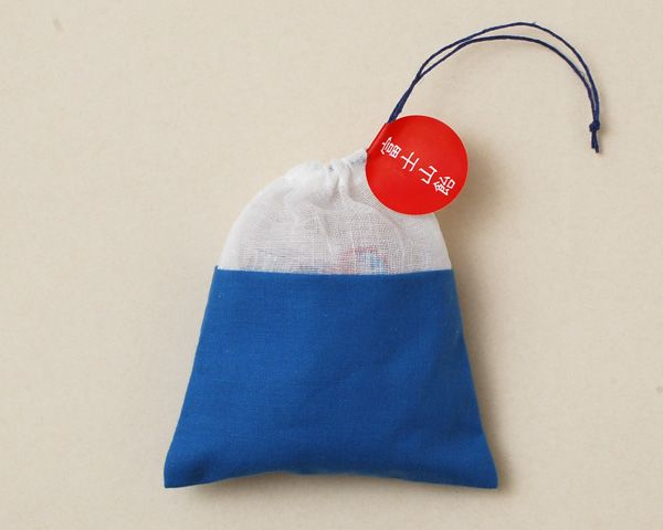 neat little bag (maybe with tulle on the top) with a drawstring closure