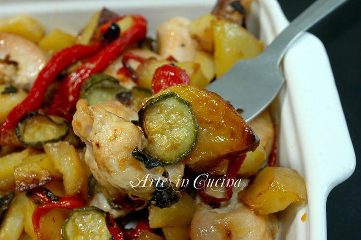 Bocconcini di tacchino con patate e peperoni, al forno, facili e veloci, patate e peperoni contorno, piatto unico per la cena, secondo con verdure, light | #spezzatino #verdura