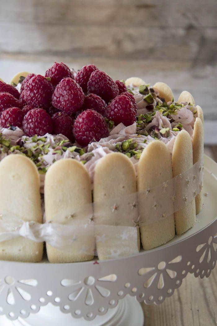 Cheesecake al cioccolato fondente e frosting di lamponi