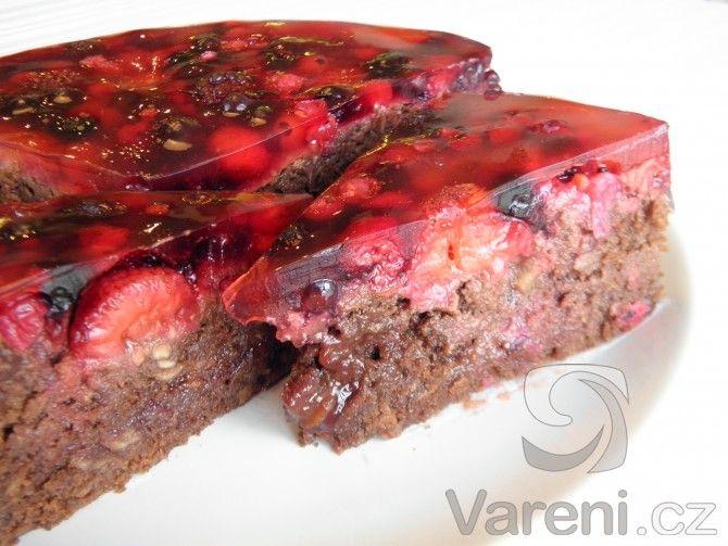 Kakaový dort s ovocem -