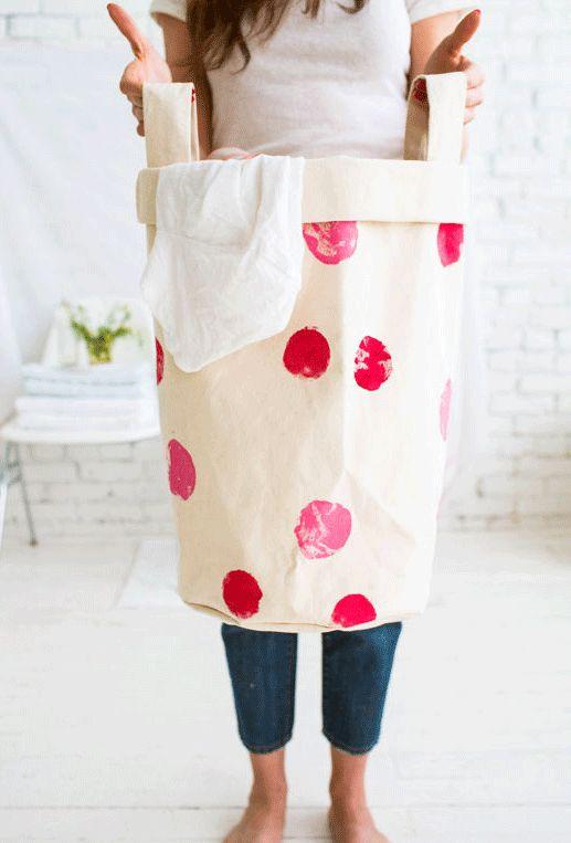 bolsa o cesto de lavandería hecho en tela
