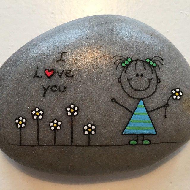 "Gefällt 32 Mal, 1 Kommentare - Helena Stilling (@heartmadestoneart) auf Instagram: ""#art #allyouneedisrocks #blomst #flower #girl #happy #happyrocks #iloveyou #kindnessrocks #love…"""