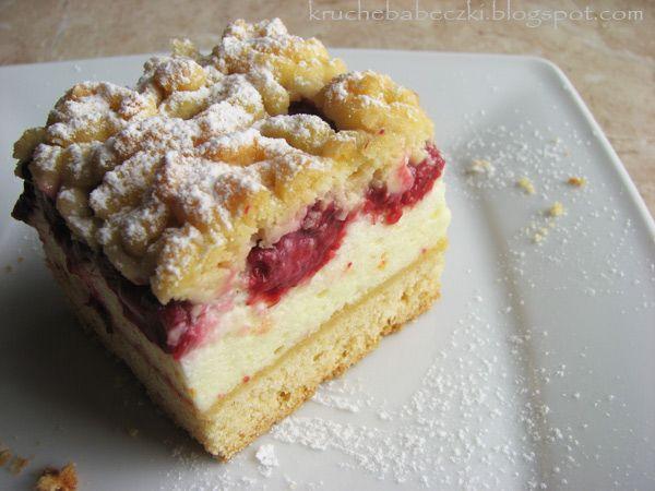 kruche babeczki: Kruche ciasto z malinami i budyniową pianką :)