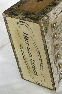 """Kleine """"Kommode"""" aus Zigarrenkiste und Streichholzschachteln"""