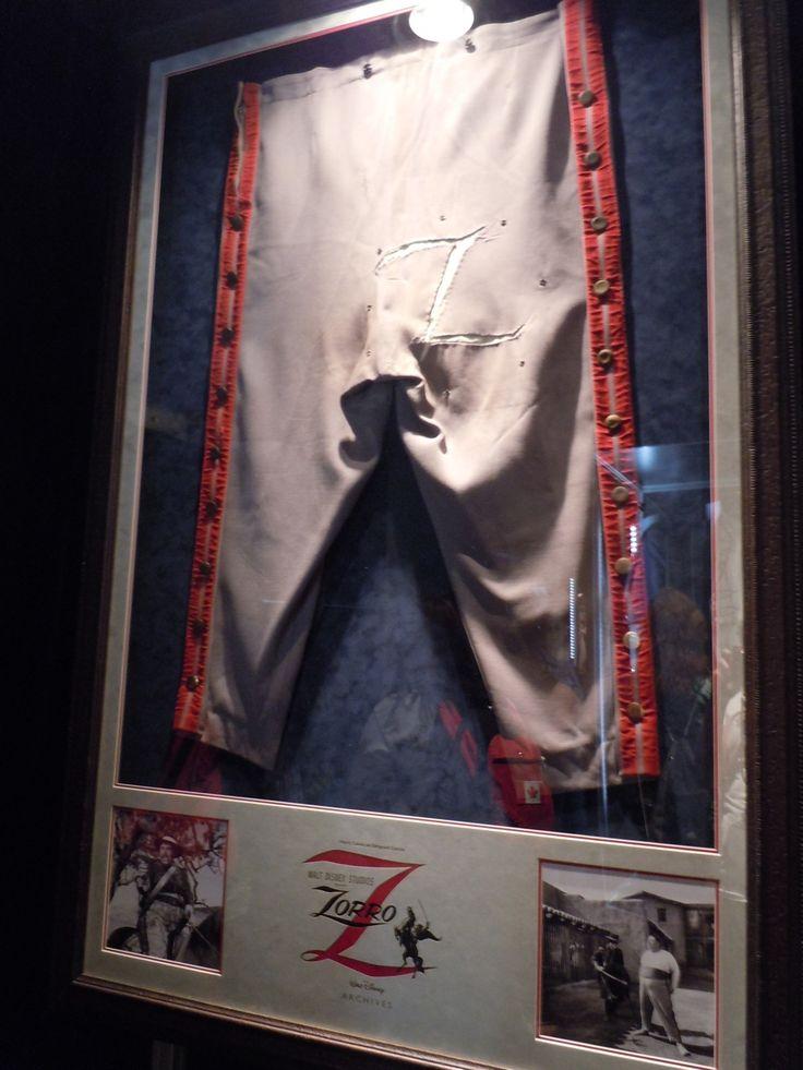 Chuck Keehne - Costumier - Zorro - 1957 - Pantalon portant le Z de Zorro - Sergent Garcia - Henry Calvin
