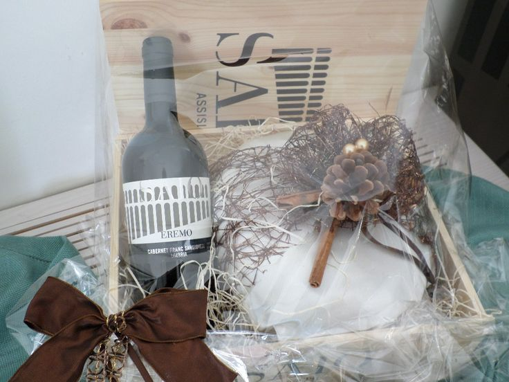SAIO Assisi wine and handmade Panettone with pears and chocolate