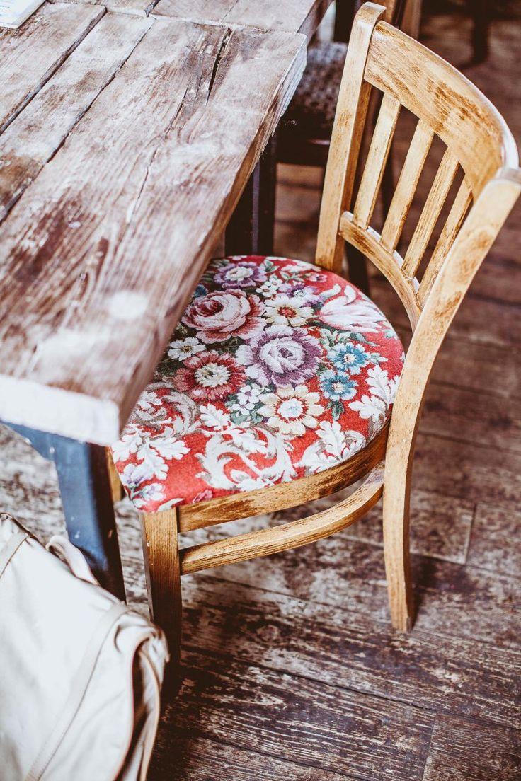 Floral pattern + Old wood: Such a lovely mix  {Earthy Edinburgh, Photography, Daniel Farò, Coffee Shop, Healthy, Scotland, Food, Coffee, Restaurant}