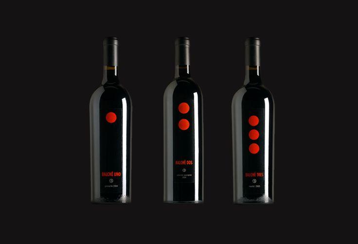 Diseño gráfico de etiqueta de vino