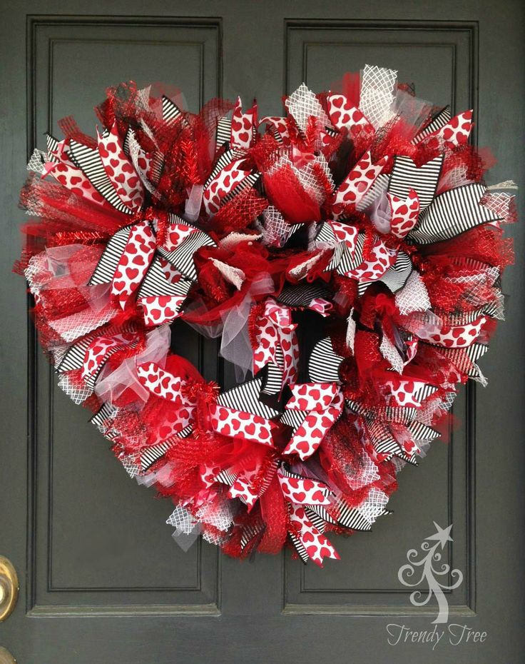 Best 25 valentine wreath ideas on pinterest valentine Making wreaths