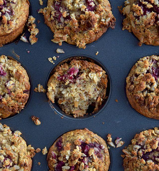 Sunde og lækre muffins, der kan spises som et nemt og hurtigt morgenmåltid. De sunde muffins er børnevenlige og en favorit hos den 1-årige hos os. Perfekte til sukkerfrie fødselsdage eller i madpak…