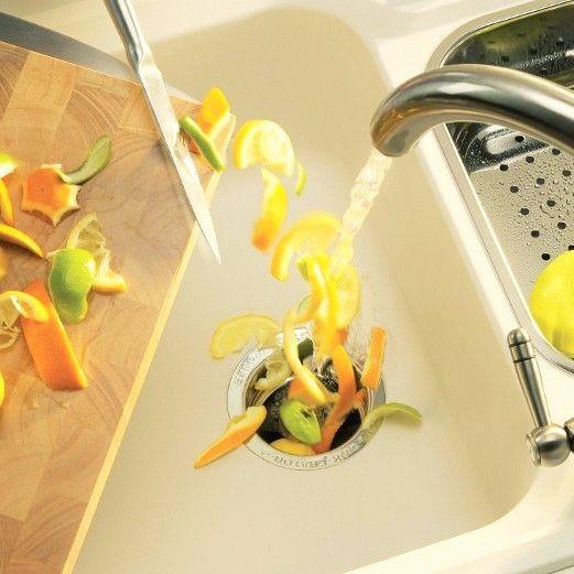 Нас часто спрашивают, насколько практичен в быту #измельчитель пищевых отходов❓  🔴Перемалывает все пищевые отходы, #очистки овощей (в том числе кости куриные, и даже говяжьи – зависит от мощности прибора), и с водой смывает в канализацию .  🔴Если у Вас частный дом, и вывозить #мусор часто, не удобно, то наличие измельчителя значительно снизит объем мусора. Останется только упаковочный мусор, которые не дает запаха при хранении . 🔴Опыт показывает, что у мойки должно быть две чаши (на одной…