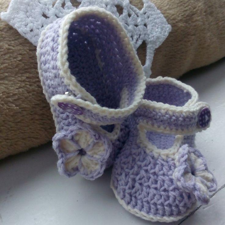 Girl's shoes crochet project by Monique
