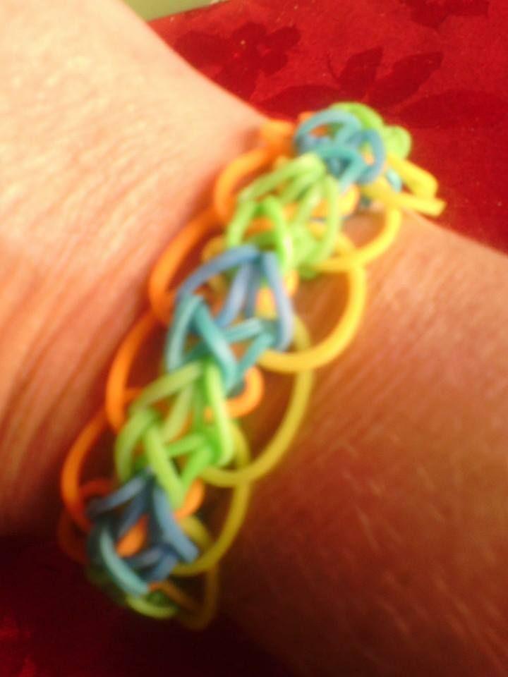 Bracelet : Diamond with rings bracelet. Tuto trouvé sur www.rainbowloompatterns.com