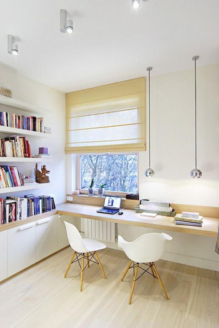 bureau design scandinave, bureau en bois suspendu et deux chaises scandinaves  à noter : le radiateur ; et l'appui intelligent du plan de travail