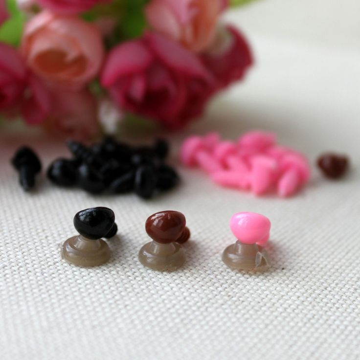 100 stks/zak 7*9mm driehoek neus (met ringen) diy pop speelgoed accessoires driehoek speelgoed neuzen voor teddybeer ambachten plastic neus