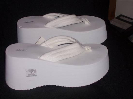 Wearing foam platform flip-flops with everything. | 25 Things All '00s Girls Are Secretly Ashamed They Did: