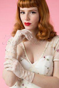 Juliettes Romance Galant Cream Gloves 250 51 15321 02242015Vanessa 500W
