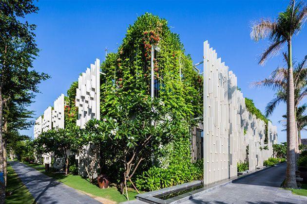 De hangende tuinen bij de spa van het Vietnamese resort Naman Retreat in dit ontwerp van MIA Design Studio.