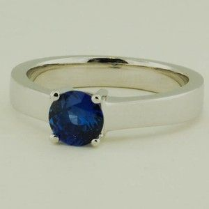 18K White Gold Sapphire Marina Ring – Set with a 5.5mm Round Blue Sri Lanka Sapp…