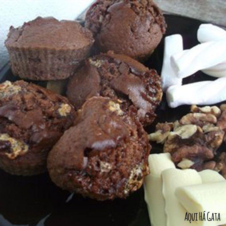 Queques Rocky Road - Com chocolate preto, chocolate branco, marshmallows e nozes.