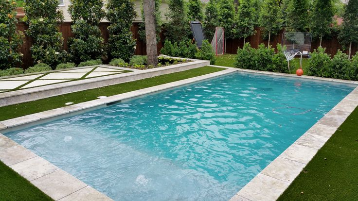 Swimming pool with Silver Travertine, Auqa Blue Pebble Sheen, artificial turf