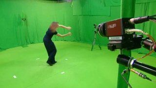 Sous le regard d'une dizaine de caméras, une danseuse évolue sur la musique d'artistes qui jouent en direct dans différents pays.
