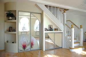 Встроенный шкаф под лестницей в частном доме, варианты встроенного шкафа под лестницей, монтаж своими руками.  Делаем своими руками | Делаем своими руками