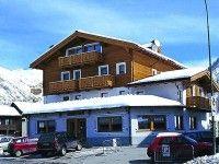 Garni Caravasc in Livigno günstig buchen / Italien #UNTERKUNFT #LIVIGNO Das familiär geführte 3-Sterne-Garni Caravasc befindet sich ca. 300 m vom Ortszentrum von Livigno und etwa 200 m von den Liften des Carosello-Skigebietes entfernt. www.winterreisen.de