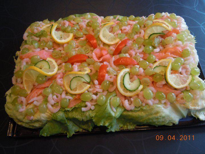 Smörgåstårta med tonfisk och räkor