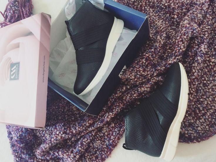 Un respiro para mis pies... chic #sneakers  @heymo.shoes