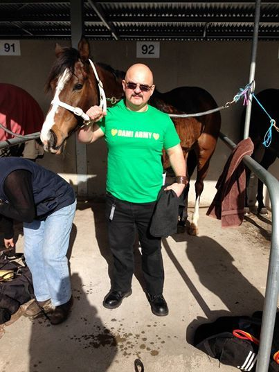 How popular is Dami? she evan has a Horse named after her….here we see the strapper with he's Dami Army t-shirt .
