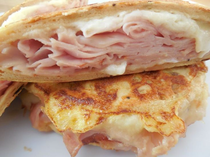 I teamed up with the incredible folks over at Flatout again to bring you this easy and delicious Monte cristo sandwich.. I truly never get bored of creating ways to use my favorite flatouts, the optio
