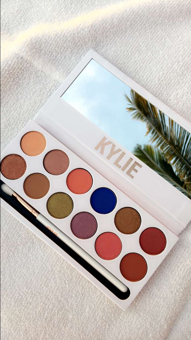 Kylie Jenner Royal Peach palette $45