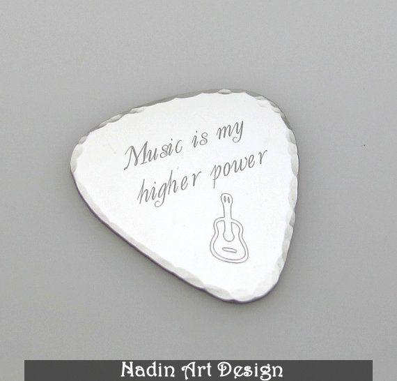 Edelstahl Gitarre Plektrum. Geschenk Idee von NadinArtDesign auf DaWanda.com