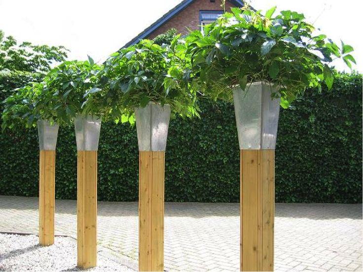 hoge plantenbakken, die niet veel plaats innemen, groen in de hoogte