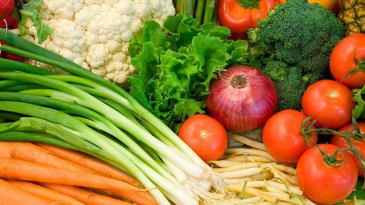 Растительные продукты питания. Полезные овощи. Полезные фрукты. Полезные...
