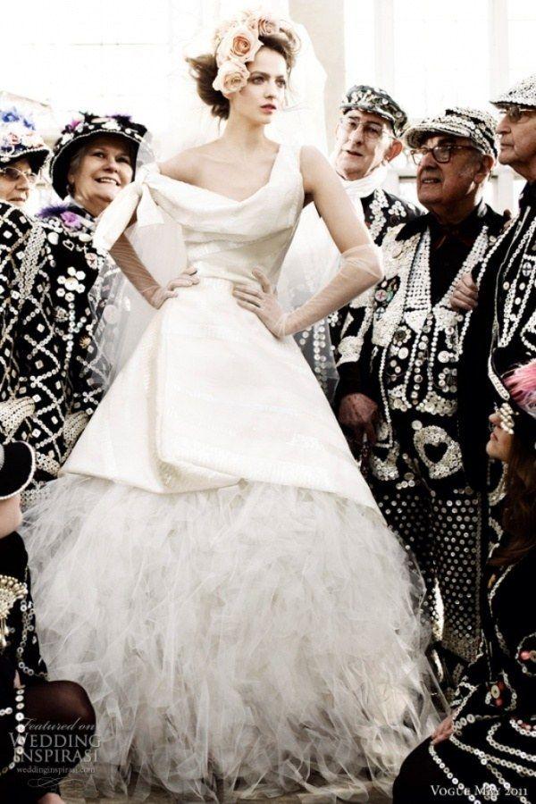 ハリのある素材に立体的デザイン。これぞヴィヴィアン・ウエストウッド! ハイブランドのウェディングドレス・花嫁衣装の一覧。