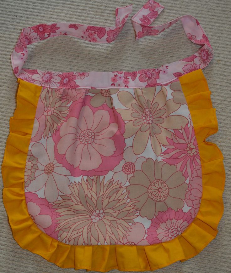 Reversible retro apron made from pillowcases and sheet edgings