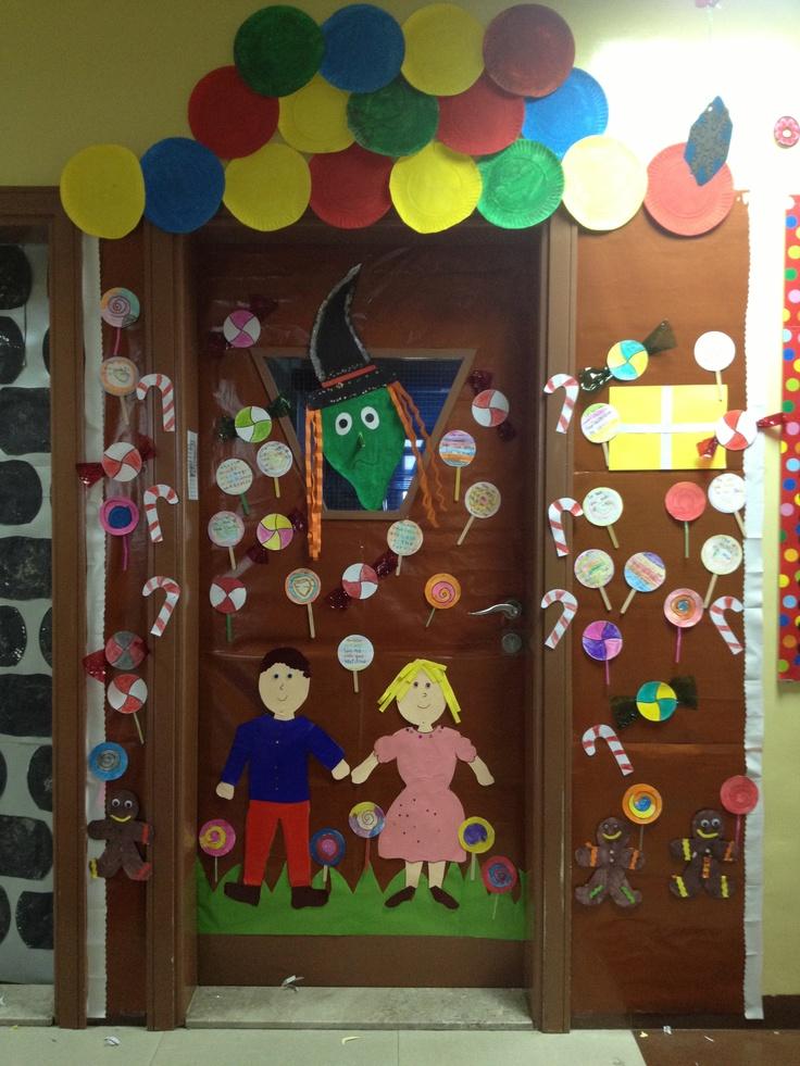 Hansel and gretel classroom door display for Decoration de porte halloween