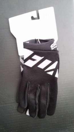 99 zł: Przedmiotem sprzedaży są rękawice rowerowe marki FOX model Ranger. Ręakwice z przeznaczeniem na jazdę MTB, DH jak i również szosową. Do rękawic dodajemy paragon lub fakturę VAT. Możliwość wysyłki towa...